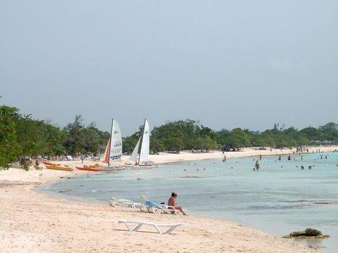 'Blau - Costa Verde - otra vista de la playa frente al hotel' Check our website Cuba Travel Hotels .com often for updates.
