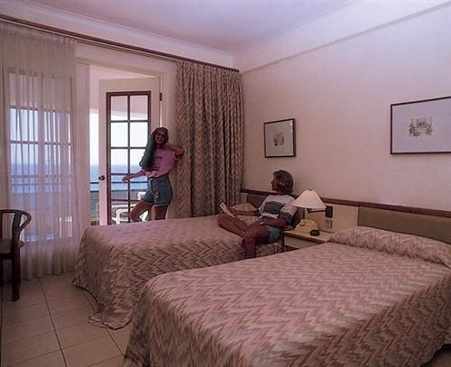 'Hotel - Comodoro - habitacion' Check our website Cuba Travel Hotels .com often for updates.