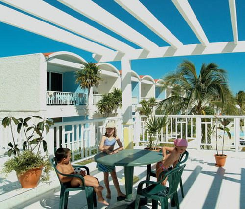 'Club - Cayo Largo - ninos jugando' Check our website Cuba Travel Hotels .com often for updates.