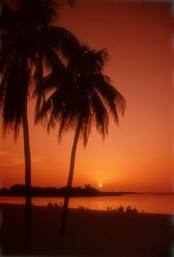 'Hotel - Zaza - vista de noche' Check our website Cuba Travel Hotels .com often for updates.